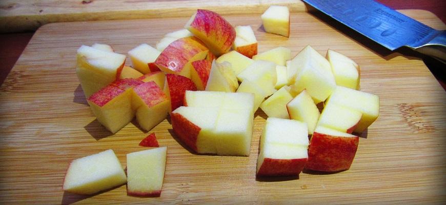 Яблоко кубиками