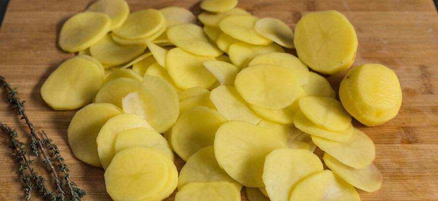 Картофель слайсами