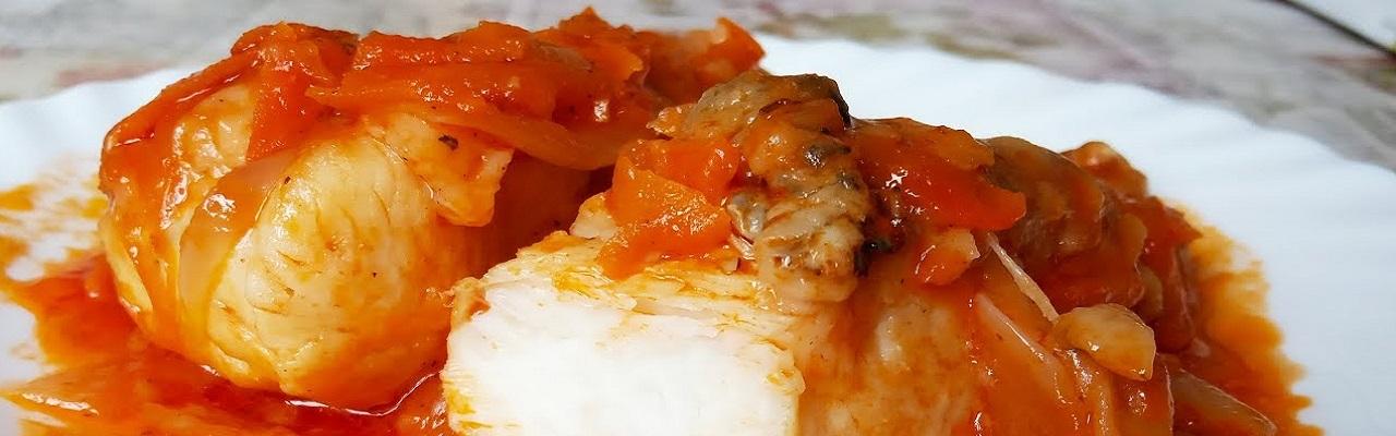 Щука тушёная с морковью и луком